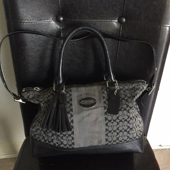 Coach Handbags - Coach shoulder bag